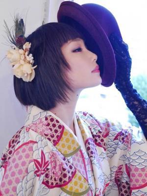 """""""広島ブランド""""の美しい着物を身にまとったモデル(甲斐琴珠/カイコトミ)と、世田谷区商店街連合会のマスコット「がーやん」が三茶の街を練り歩きます!"""